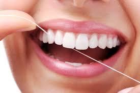 quando-lavare-i-denti-studio-dentistico-marina-anselmi-filo-interdentale